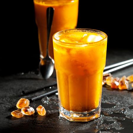 jugo de frutas: Espino amarillo limonadas con hielo picado Foto de archivo