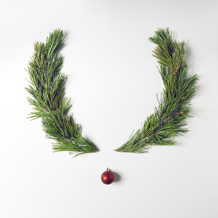 Reindeer face made of pine branches and christmas decoration. Merry Christmas and Happy New Year Concept. Flat Lay Stok Fotoğraf