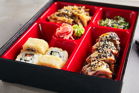 Fresh Food Portion in Japanese Bento Box with Sushi Rolls, Salad and Main Course 版權商用圖片