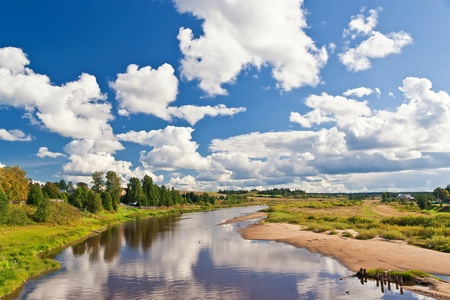 summer landscape with river and blue sky 版權商用圖片 - 8870795