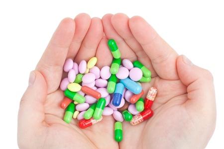 droga: pillola in una mano isolata su sfondo bianco Archivio Fotografico