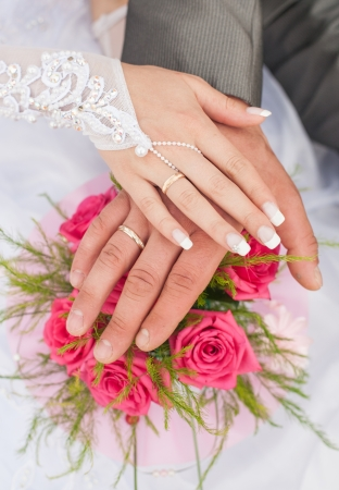 wedding vows: Hands and rings it is beautiful wedding bouquet Stock Photo
