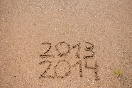 inscripci�n 2013 y 2014 en una playa de arena photo