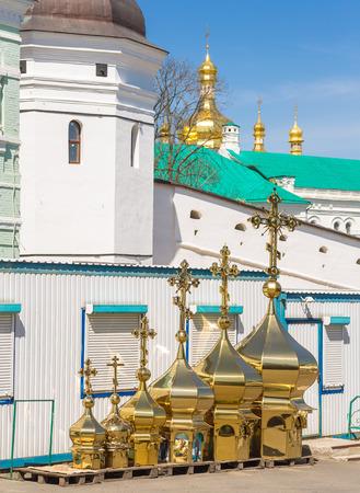 cupolas: Workpiece church domes, cupolas pozalochennye stand on platforms