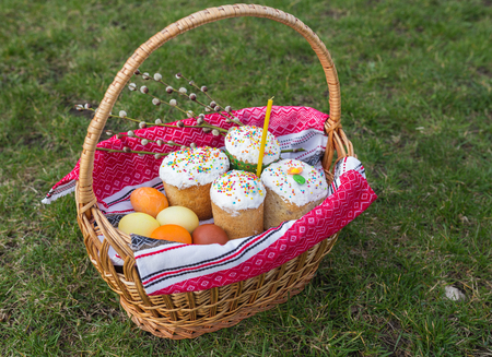 painted eggs: Traditional Easter sweet bread and painted eggs