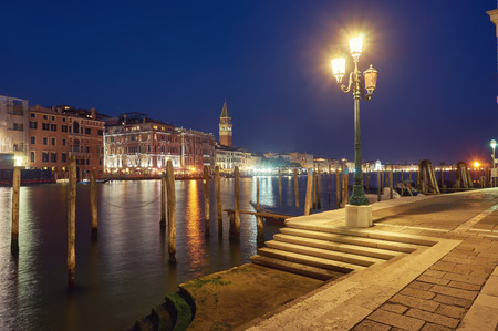 Venice night romantic pier lantern city light reflection 版權商用圖片