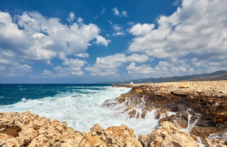 Storming sea and wide-spreading waves, Cyprus coastline. 免版税图像