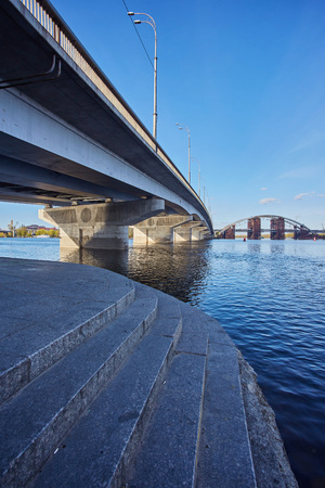 Automobile concrete bridge over the river Kiev, Ukraine Standard-Bild