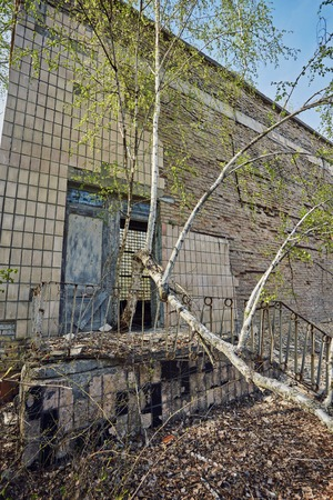 Destroyed school in the city of Pripyt, in the exclusion zone after the disaster at the Chernobyl nuclear power plant Foto de archivo