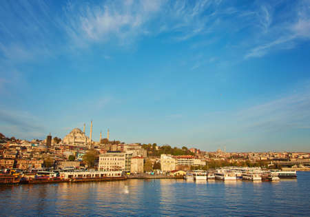 Istanbul cityscape with boats and Suleymaniye Mosque, Turkey. Archivio Fotografico