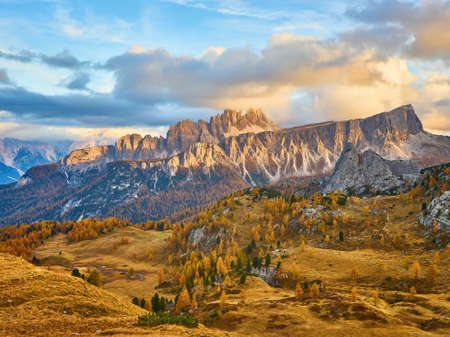 Panorama of autumn pomagagnon peaks at Cortina d'Ampezzo, Dolomites, Italy, Colorful beautiful forest and rocks mountains. 版權商用圖片