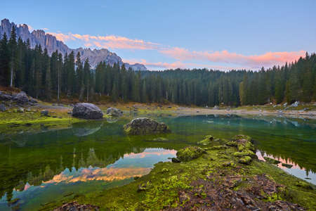 Carezza lake Lago di Carezza, Karersee with Mount Latemar, Bolzano province, South tyrol, Italy. Landscape of Lake Carezza or Karersee and Dolomites in background, Nova Levante, Bolzano, Italy. 版權商用圖片