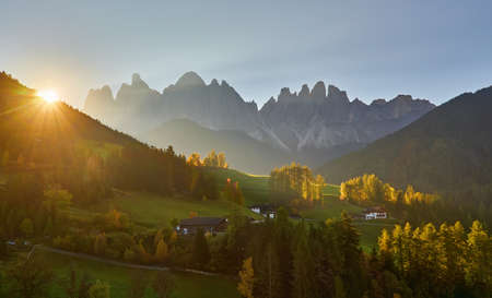 Dramatic morning. Countryside view of the St. Magdalena or Santa Maddalena in the National Park Puez Odle or Geisler summits. Location Bolzano, Italy, Europe. 版權商用圖片