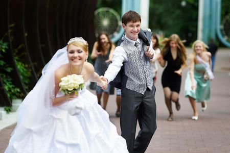 The happy bride flees with her fiance on the wedding walk