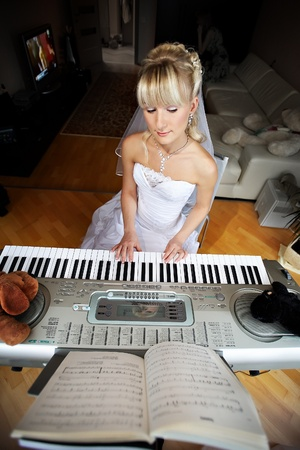 Beautiful Bride plays on an electronic piano Stock Photo - 10552895
