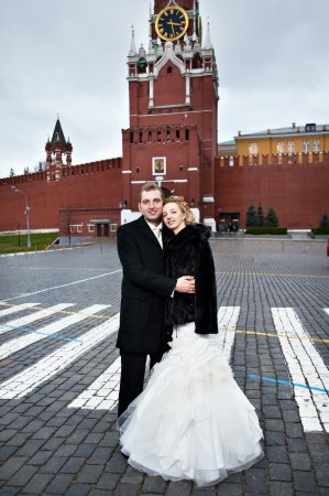 spassky: Happy bride and groom on Red Square near the Kremlins Spassky Tower in Moscow