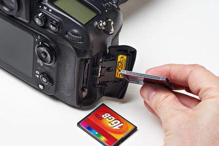 cf: Flash card CF and DSLR camera close-up