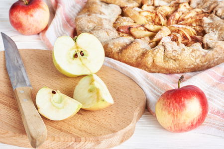 charlotte: Apples for apple pie and knife