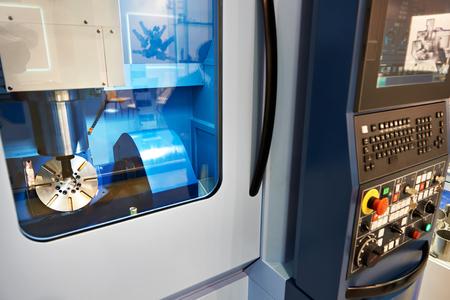 5-Achs-Bearbeitungszentrum mit CNC mit Anzeige