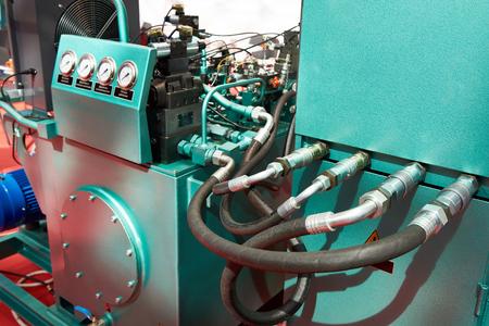 Agregados hidráulicos para el accionamiento individual de cuerpos de trabajo de prensas hidráulicas Foto de archivo
