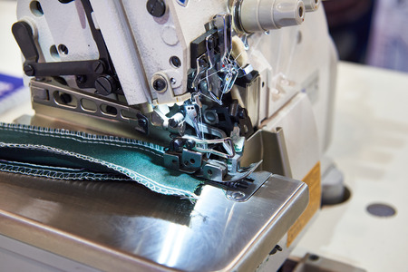 High speed industrial 3 thread micro overlock sewing machine