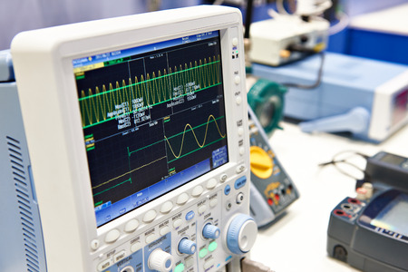 Digital oscilloscope for mixed signals in research laboratory Reklamní fotografie