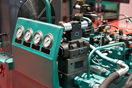 Agregaty hydrauliczne do indywidualnego napędu korpusów roboczych pras hydraulicznych