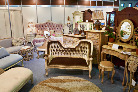 Antique furniture store with sofa and commode Stockfoto