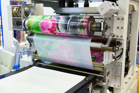 Machine for making plastic films with color prints