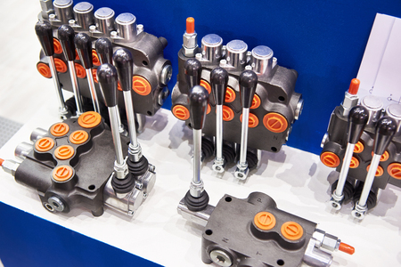 Directional control valves for hydraulic machinery