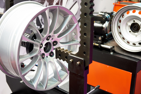 Stand for the straightening alloy wheels disk