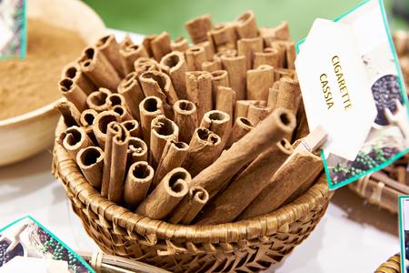 Cinnamon cassia cigarette in store Фото со стока