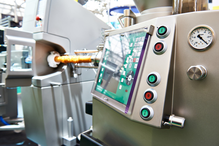 Automatic clipping hanging machine with pack for sausages