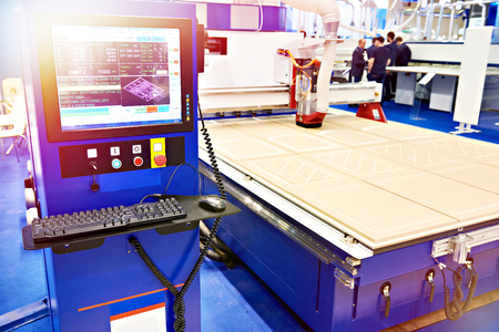Milling and engraving CNC center with automatic tool change for furniture in the factory Imagens