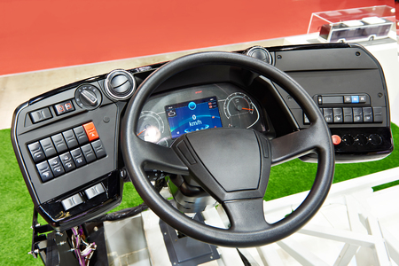 Steering wheel and dashboard panel of electric bus