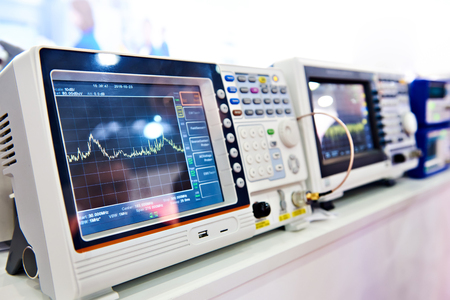 Digital spectrum analyzer and electronic devices
