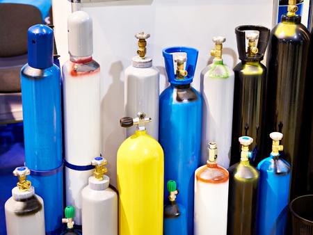 Metallflaschen für komprimierte Gase im Lager