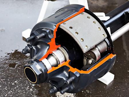Cubo de rueda de camión con sección transversal de pastillas de freno de tambor