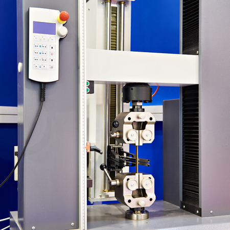 Universal electromechanical testing tensile machine Banque d'images