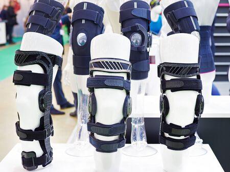 Orthèses de pied pour l'articulation du genou en magasin d'exposition