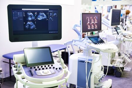 Dispositivi medici per ecografia su uno sfondo dello schermo