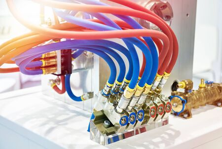 Hydraulic equipment with hoses and connectors