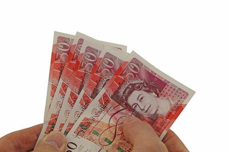 흰 배경에 고립 된 여러 50 파운드 지폐를 들고 남성 손 - 소수의 돈을 제공 스톡 콘텐츠