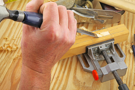 Carpenter tools – A carpenter using a chisel on a piece of wood Banco de Imagens