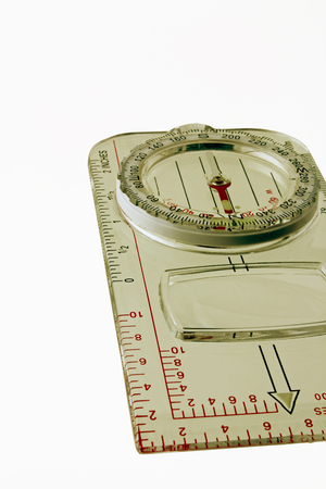 Plastic magnetic compass – A plan view  of  a see through magnetic compass isolated on a white background Imagens