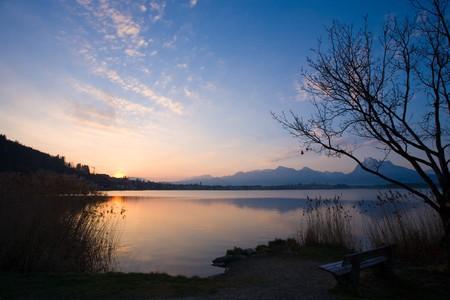 idylle: Erholung in den Morgenstunden am Hopfensee Stock Photo