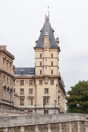 Old city building in Paris Stock Photo - 13851373