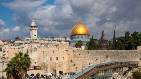 The wailing wall and mousque of Al-aqsa (Dome of the Rock) in Jerusalem, Israel photo