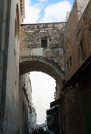 dolorosa: High arch over Via dolorosa street, Jerusalem, Israel