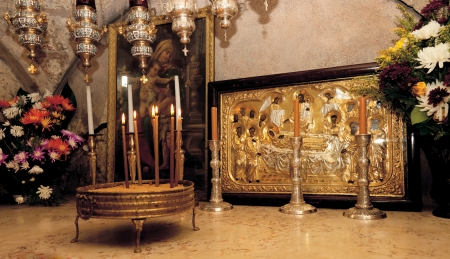 sepulchre: Icons, flowers and candles at the tomb of the Virgin Mary in Jerusalem Stock Photo